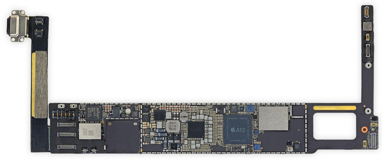 Chip A12 en la placa base del iPad mini 5