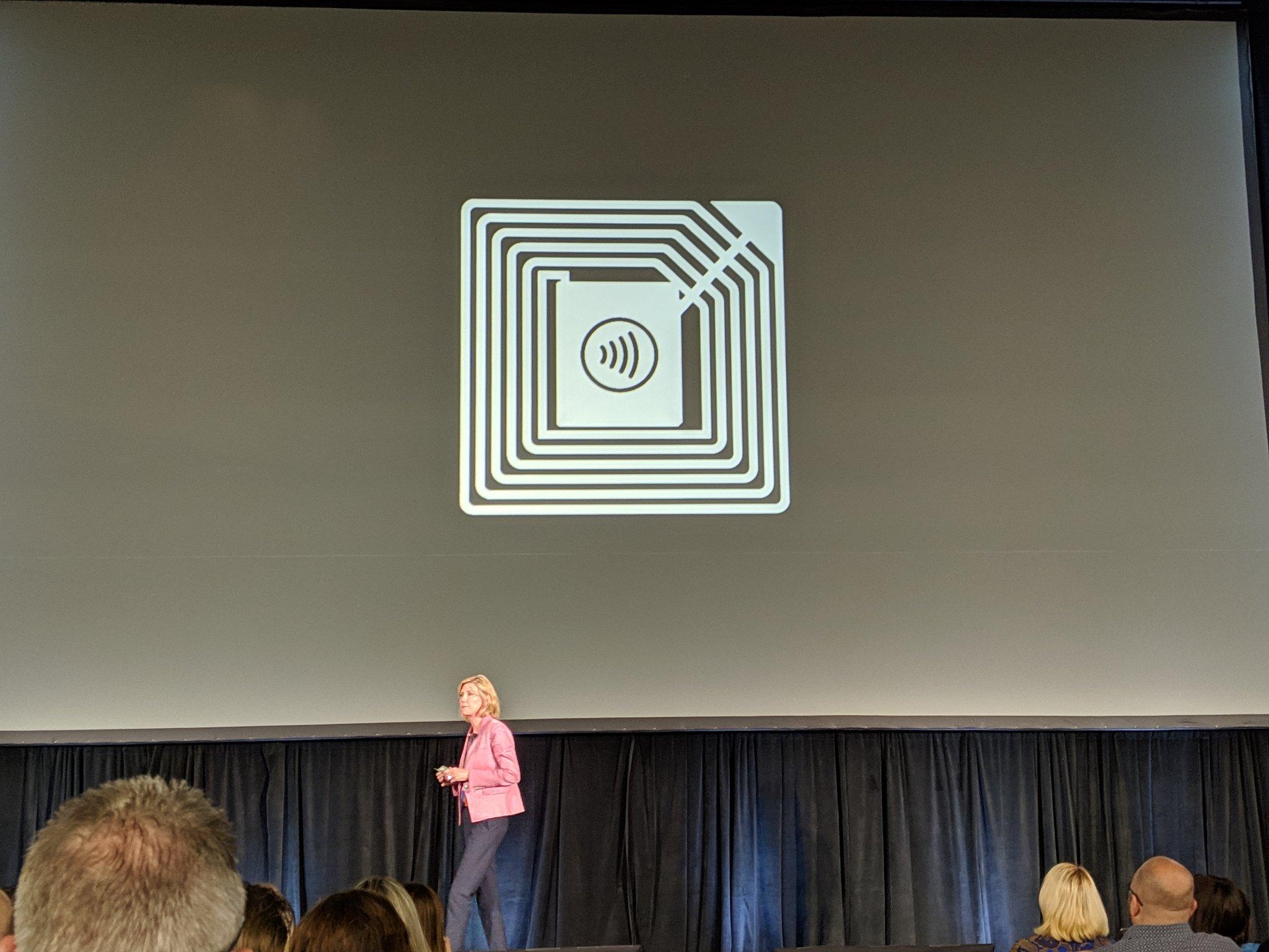 Jennifer Bailey presentando mejoras de Apple Pay en Las Vegas