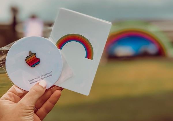 Merchandising del evento de celebración de la apertura del Apple Park