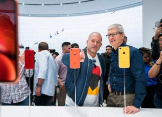 Jony Ive y Tim Cook tras la presentación del iPhone XR en septiembre de 2018