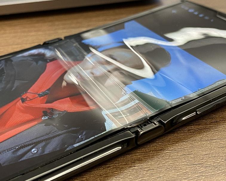 Motorola Razr con la pantalla doblada
