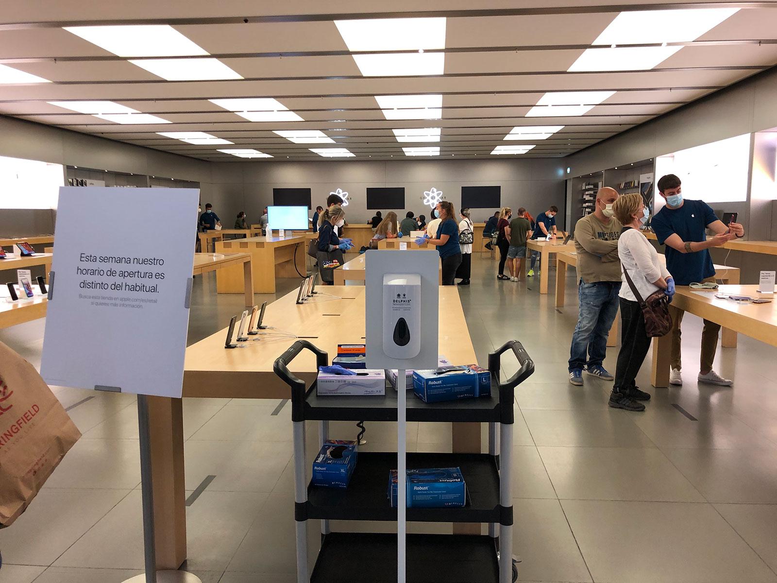Apple Store de Leganés ParqueSur con acceso restringido durante los días de la pandemia de COVID-19