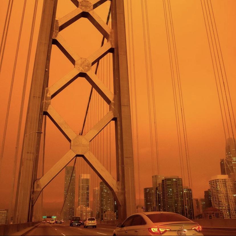 Golden Gate de San Francisco bajo un cielo naranja