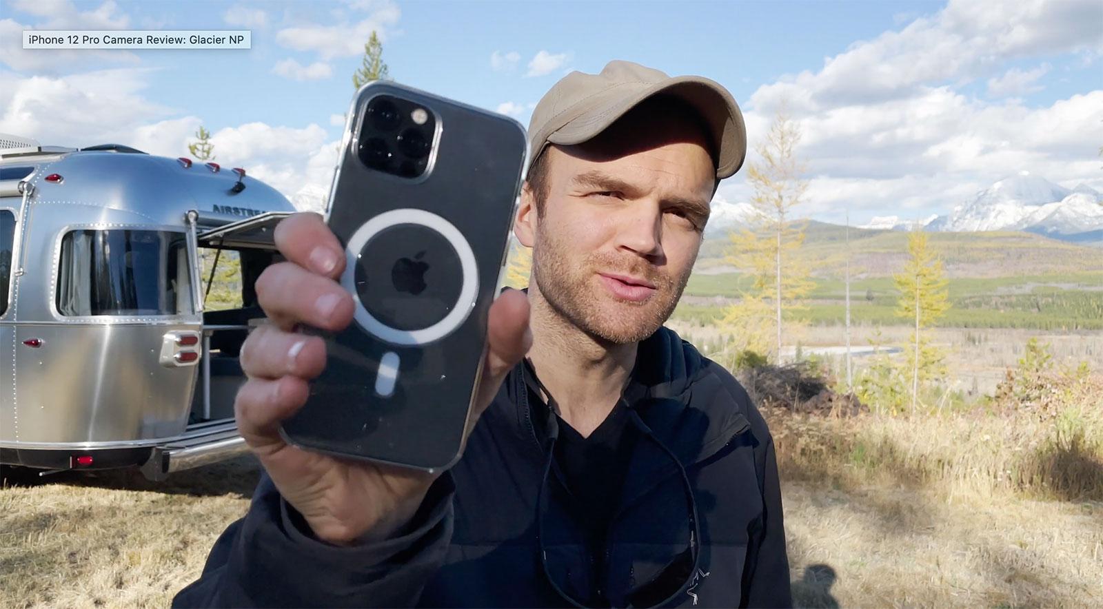 Austin Mann con el iPhone 12 Pro en el vídeo de presentación
