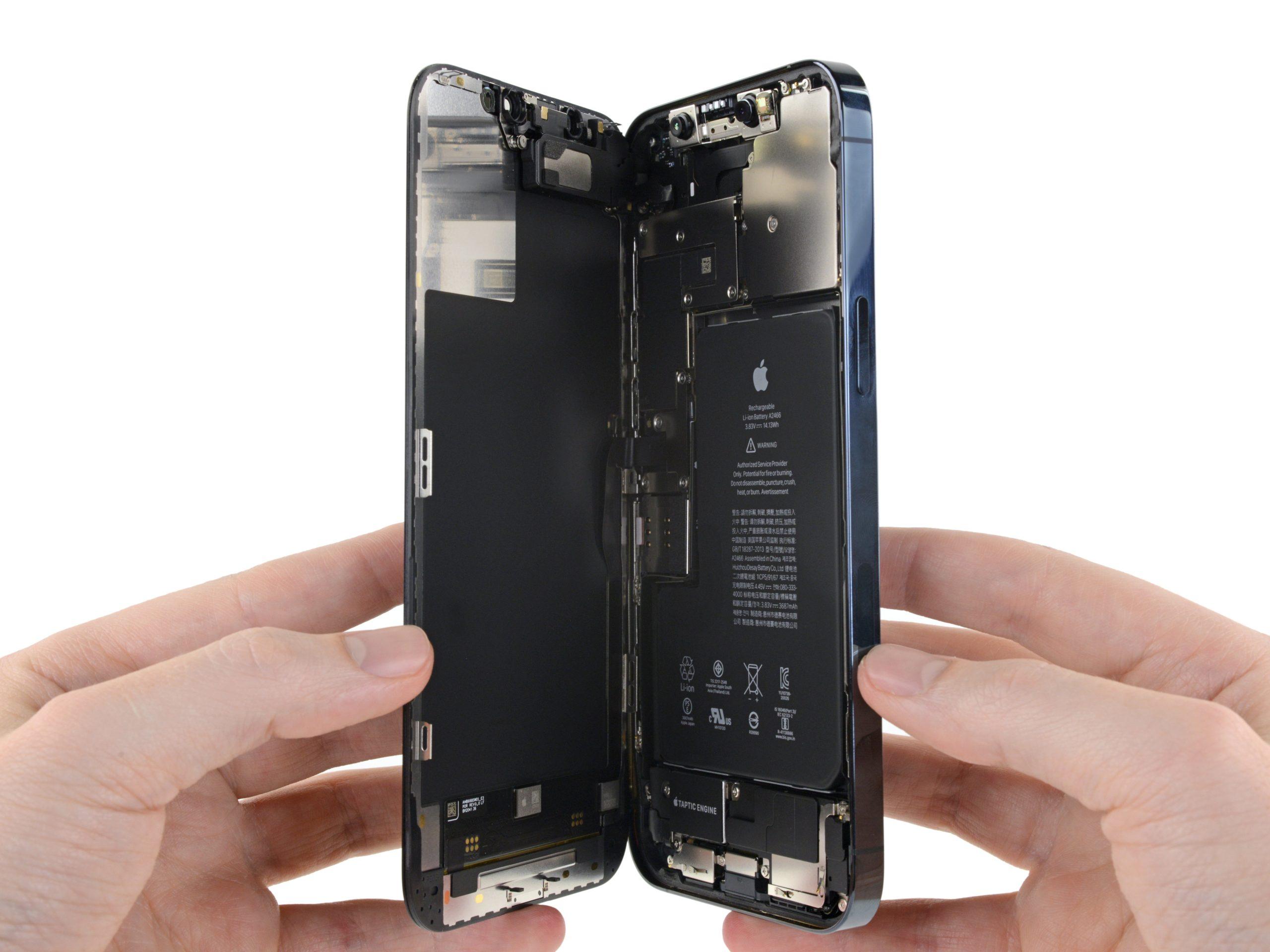 Abriendo el iPhone 12 Pro Max