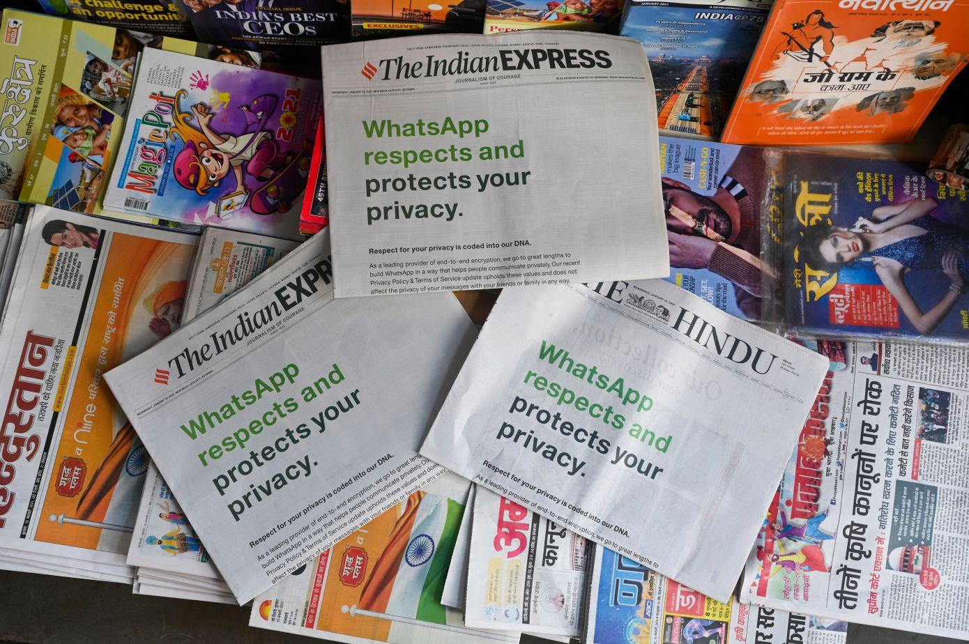 Anuncios en prensa escrita de WhatsApp explicando su nueva política de privacidad