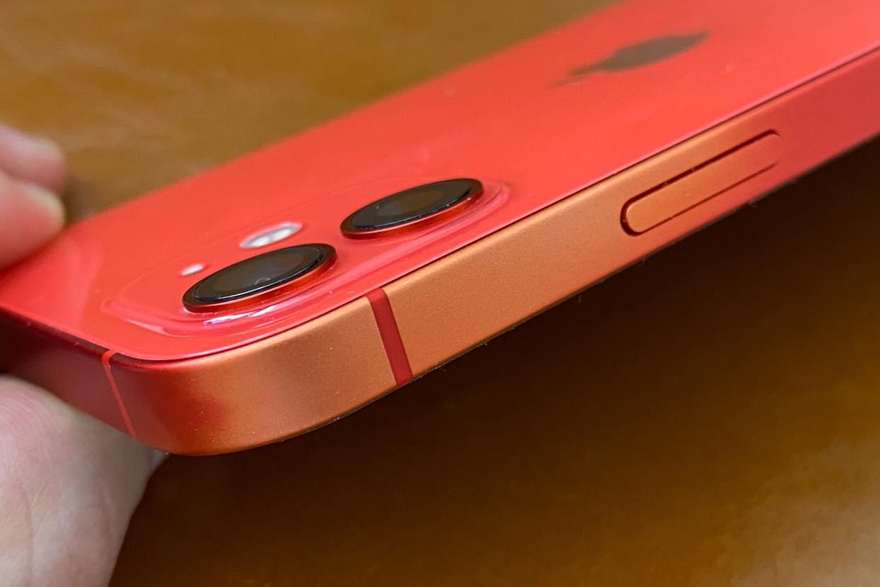 iPhone 12 PRODUCT(RED) que pierde el color