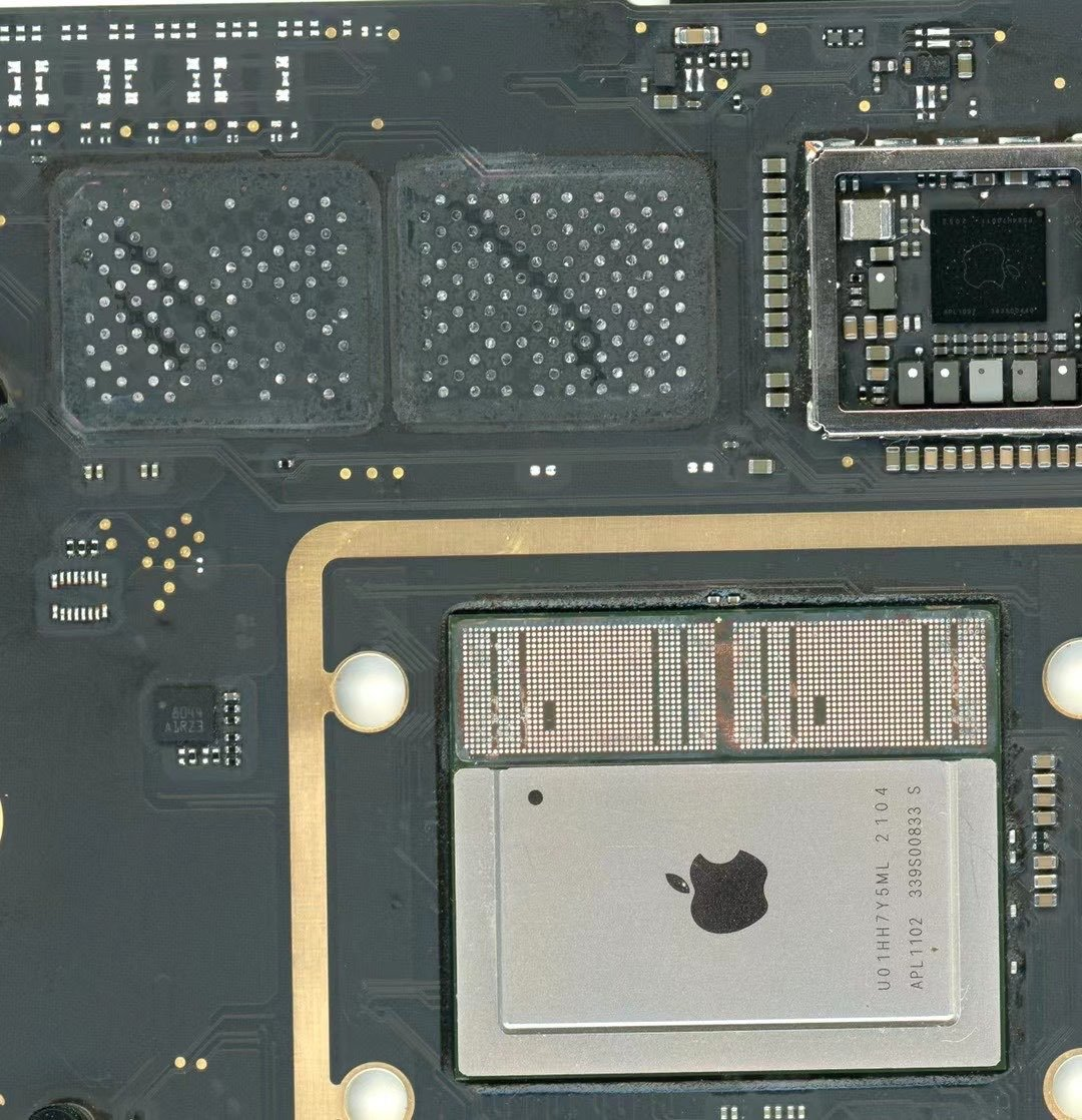 Cambio de chips de memoria RAM y SSD en un MacBook con chip M1