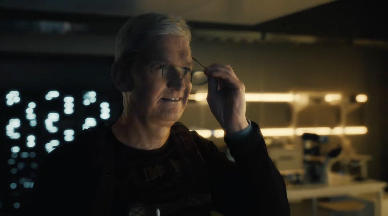 Tim Cook en un vídeo de una Keynote de Apple, en una parodia de Misión Imposible
