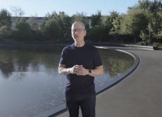 Tim Cook en los jardines del Apple Park