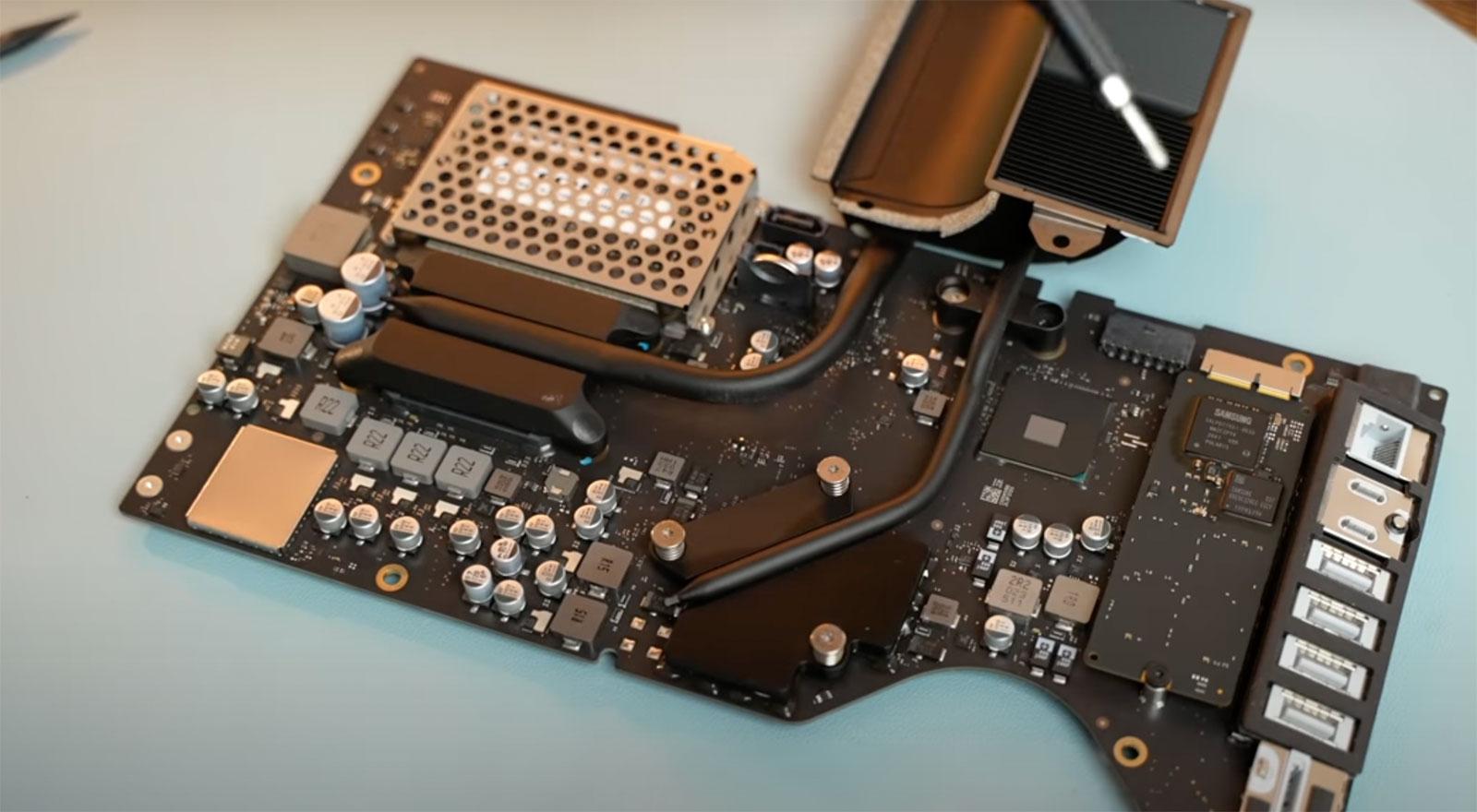 Placa base de un iMac Intel en el que cambiar la CPU