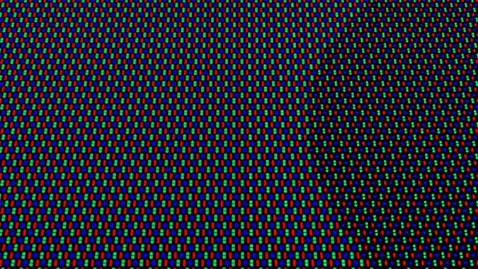Cambio en la densidad y disposición de pixeles en una pantalla OLED de Oppo, para permitir utilizar la cámara frontal que hay debajo