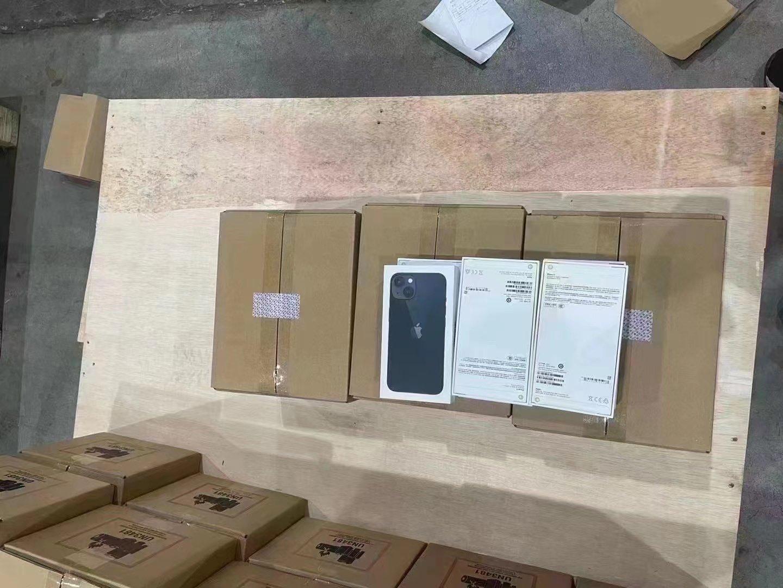 Cajas del iPhone 13 en China